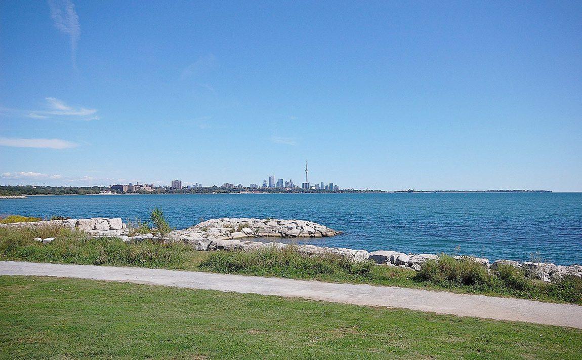 59-annie-craig-dr-toronto-ocean-club-waterfront-condos-etobicoke-condos-humber-bay-condos-lakeshore-parklawn-condos-rooftop-terrace-outdoor-terrace-bbq-toronto