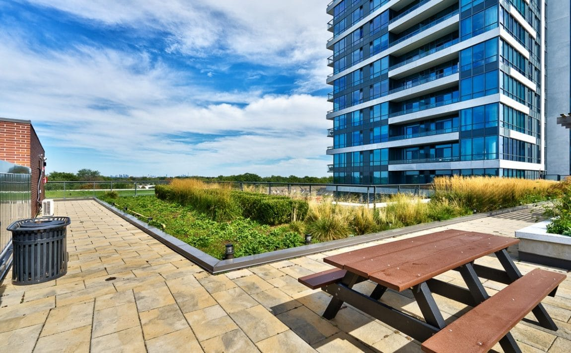 1-hurontario-st-mississauga-north-shore-condo-port-credit-condos-rooftop-terrace