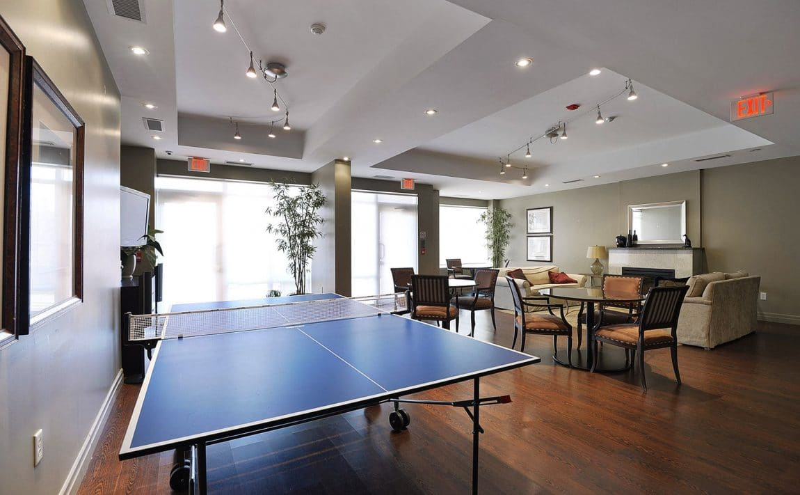 15-stafford-st-condos-wellington-on-the-park-condos-toronto-king-west-condos-toronto-condos-billiards-games-room-party-room-lounge