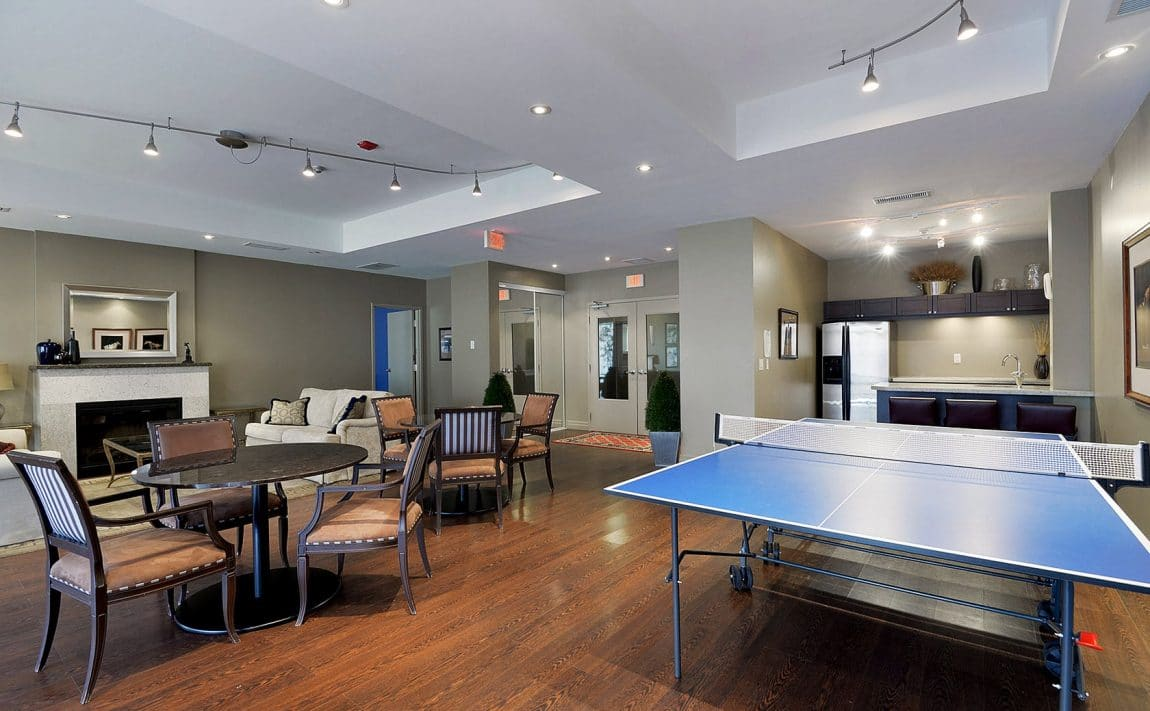15-stafford-st-condos-wellington-on-the-park-condos-toronto-king-west-condos-toronto-condos-billiards-games-room-party-room-lounge-bar