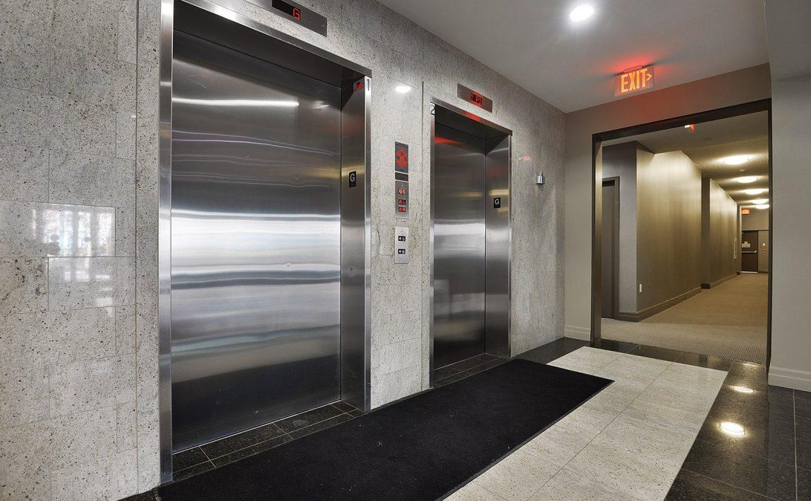 15-stafford-st-condos-wellington-on-the-park-condos-toronto-king-west-condos-toronto-condos-entrance-elevator-lobby