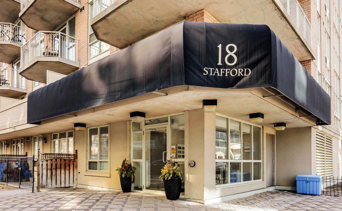 18-stafford-st-toronto-wellington-square-condos-king-west-condos-toronto-condos-entrance