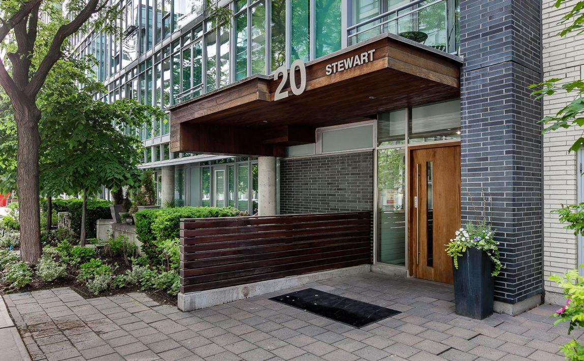 20-stewart-st-toronto-20-stewart-condos-20-stewart-lofts-king-west-condos-king-west-lofts-toronto-condos-toronto-lofts-entrance