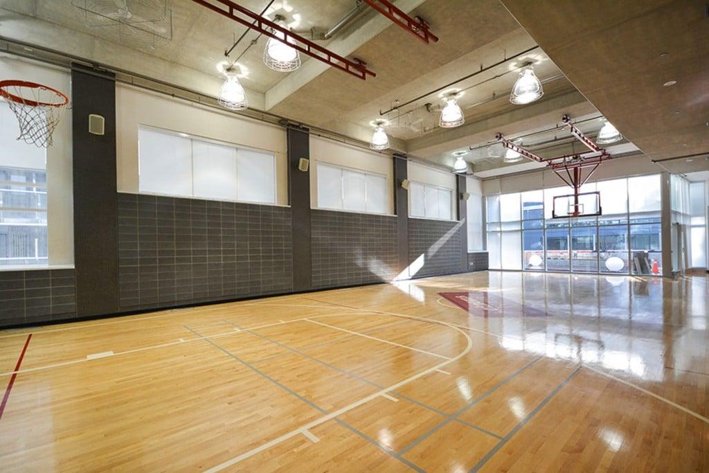 21-widmer-st-toronto-cinema-tower-condos-king-west-condos-toronto-condos-basketball-court-1024x683