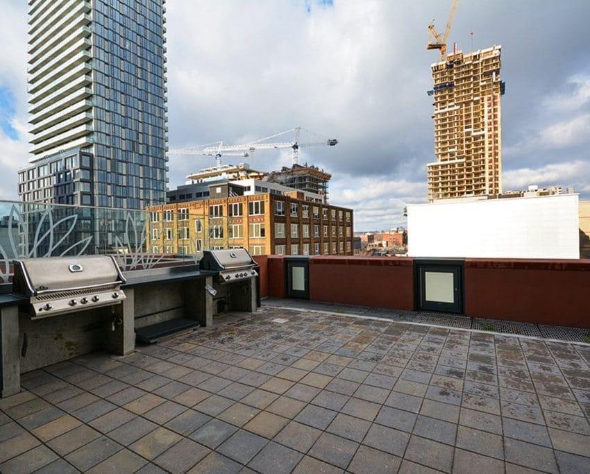 21-widmer-st-toronto-cinema-tower-condos-king-west-condos-toronto-condos-bbq-terrace-outdoor-patio-1024x683