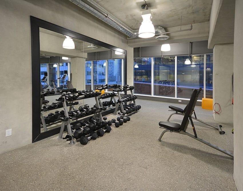 21-widmer-st-toronto-cinema-tower-condos-king-west-condos-toronto-condos-gym-cardio-health