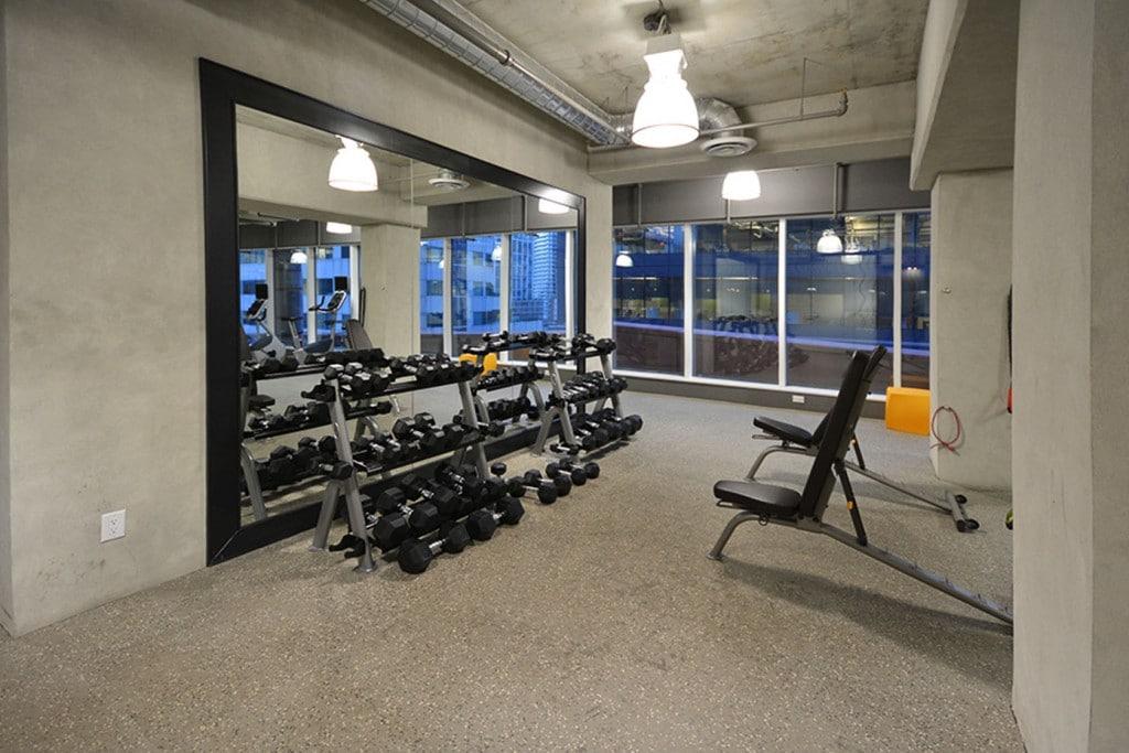21-widmer-st-toronto-cinema-tower-condos-king-west-condos-toronto-condos-gym-cardio-health-fitness-1024x683