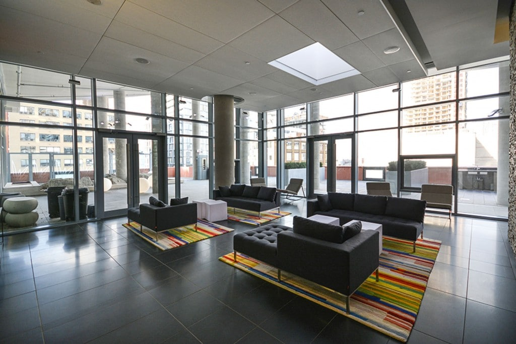 21-widmer-st-toronto-cinema-tower-condos-king-west-condos-toronto-condos-party-room-lounge-entertainment-1024x683