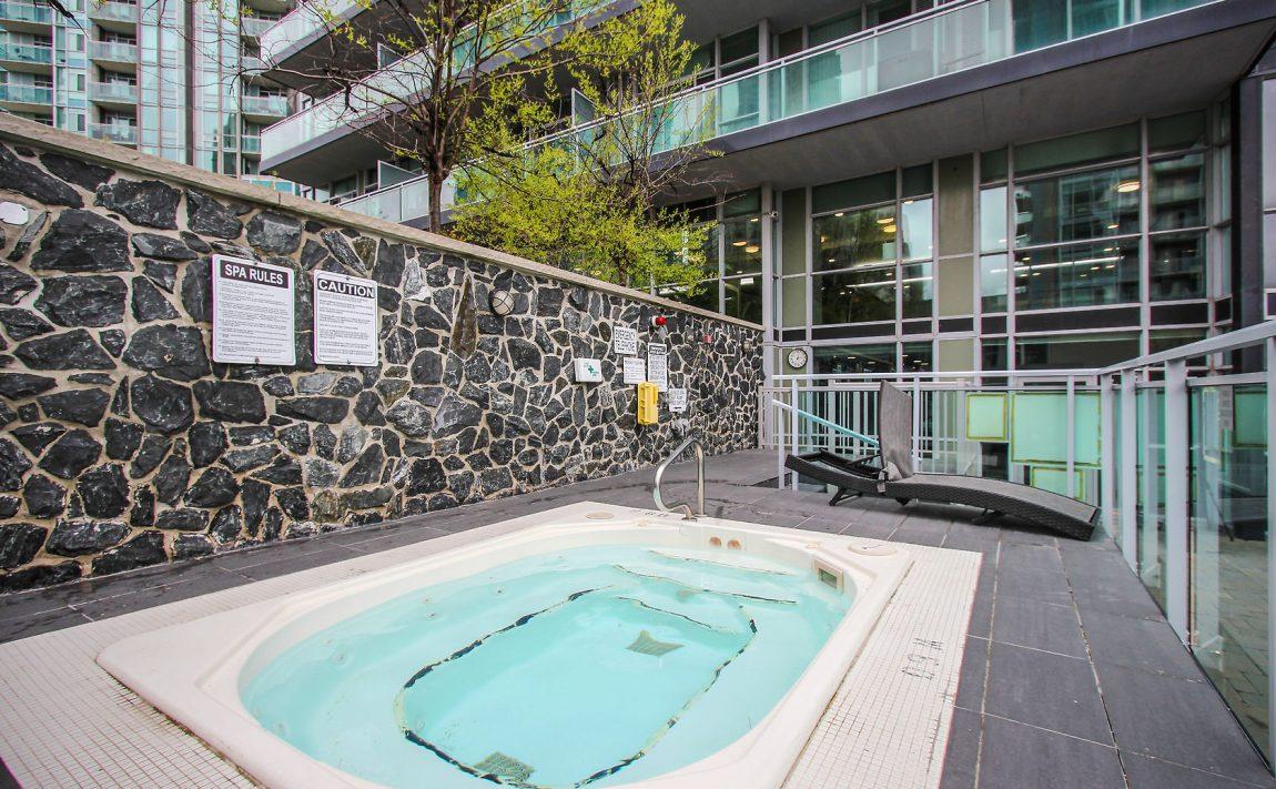 223-webb-dr-mississauga-onyx-condos-amenities-outdoor-hot-tub