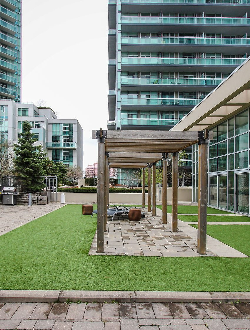 223-webb-dr-mississauga-onyx-condos-for-sale-amenities-green-space