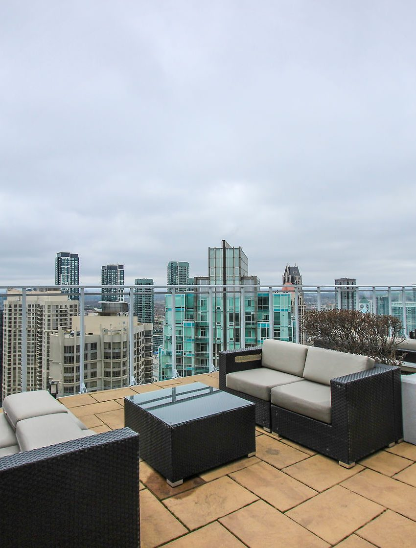 223-webb-dr-mississauga-onyx-condos-for-sale-rooftop-terrace-bbq