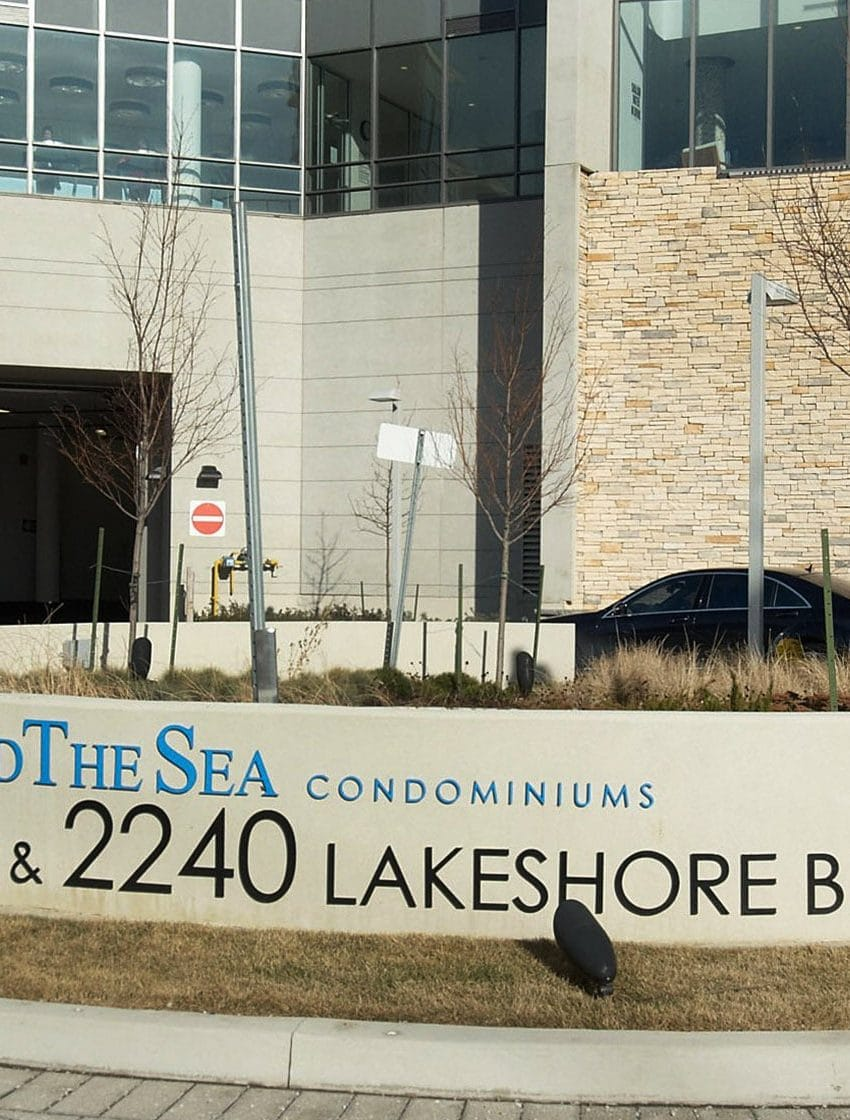 2230-lakeshore-blvd-w-toronto-beyond-the-sea-north-tower-condos-etobicoke-condos-parklawn-condos-front-entrance-courtyard