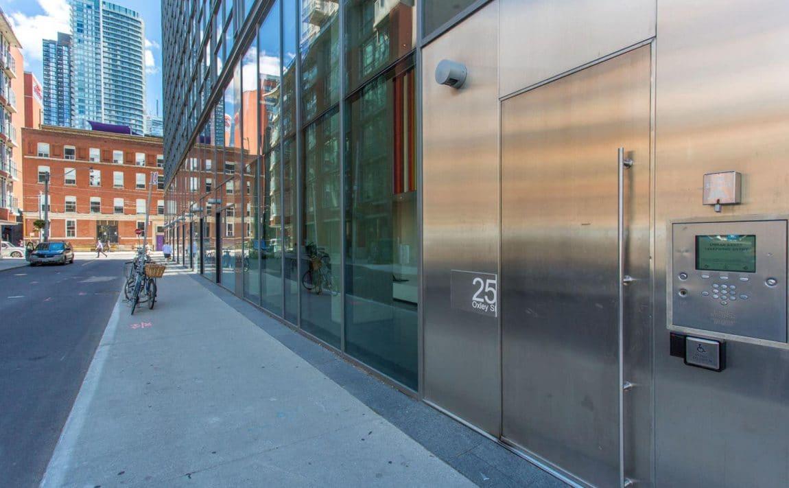 25-oxley-st-toronto-glas-condos-king-west-condos-king-west-lofts-toronto-condos-toronto-lofts-front-entrance-door-security