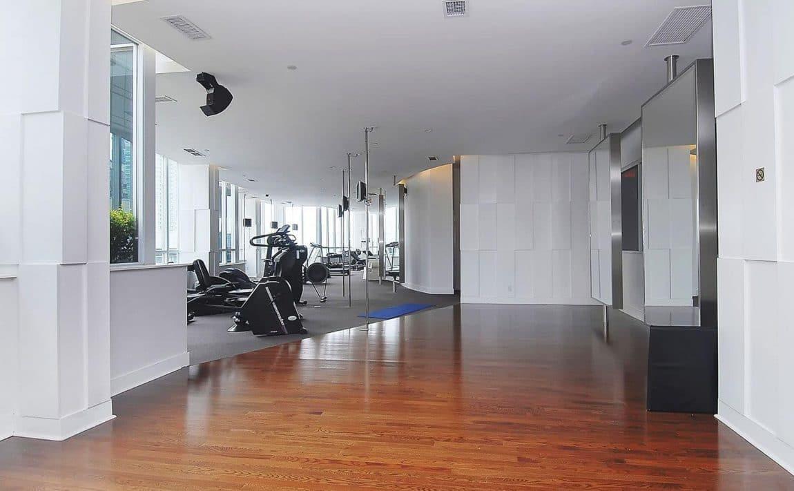 250-wellington-st-w-270-wellington-st-w-toronto-icon-condos-icon-i-condo-icon-ii-condo-gym-health-fitness-cardio