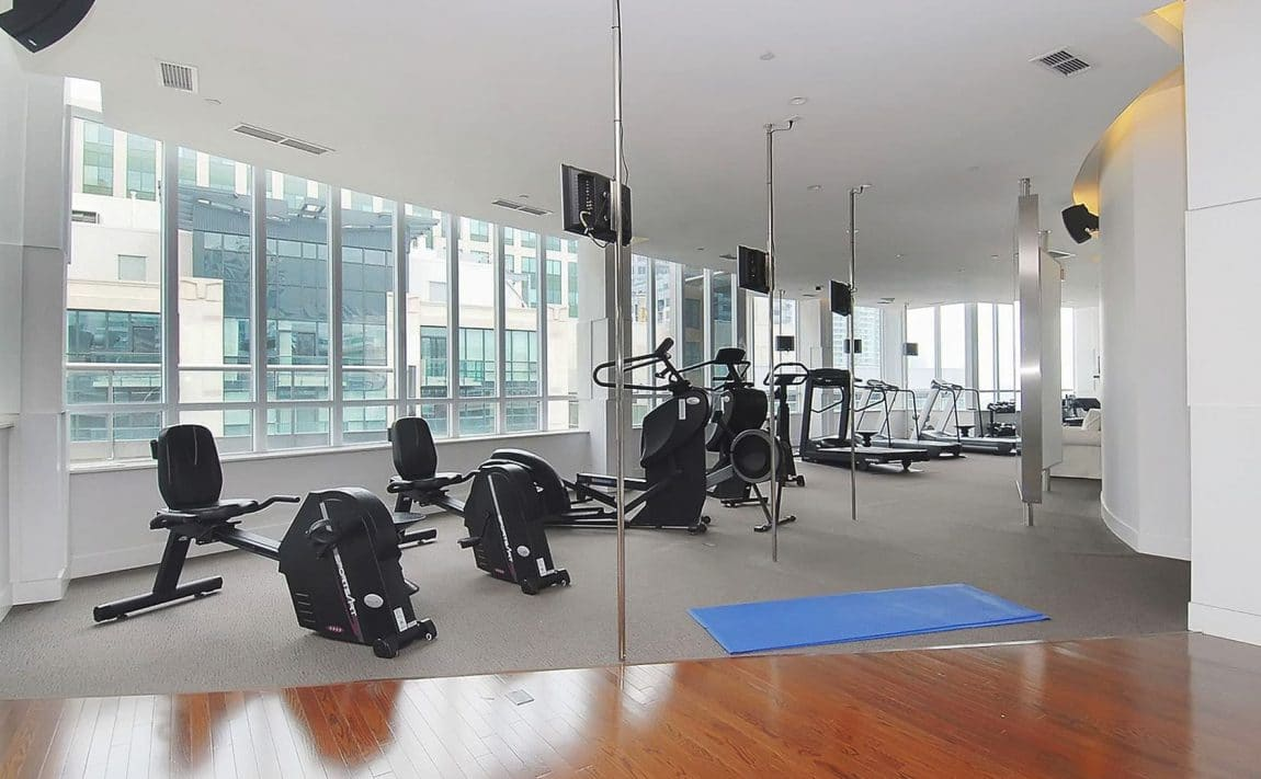250-wellington-st-w-270-wellington-st-w-toronto-icon-condos-icon-i-condo-icon-ii-condo-gym-health-fitness-cardio-yoga-strength-training