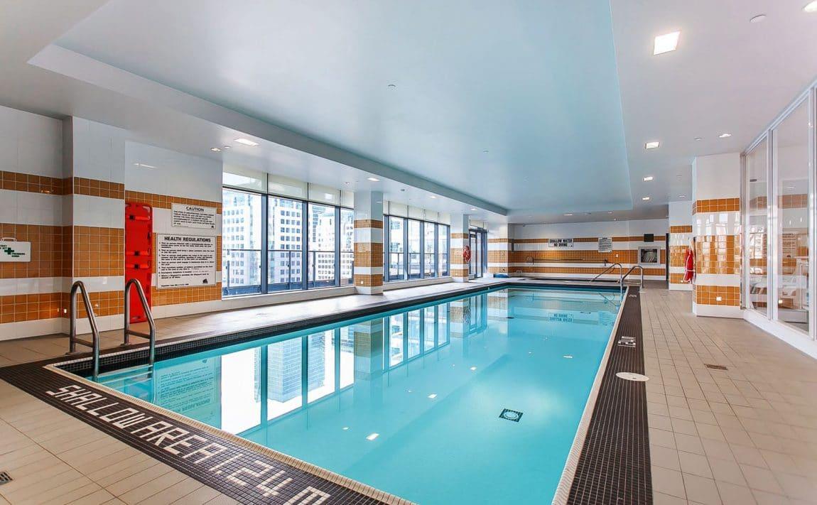 295-adelaide-st-w-toronto-pinnacle-on-adelaide-condos-toronto-condos-king-west-condos-swimming-pool