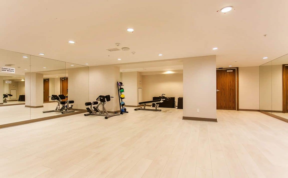 295-adelaide-st-w-toronto-pinnacle-on-adelaide-condos-toronto-condos-king-west-condos-yoga-health-fitness