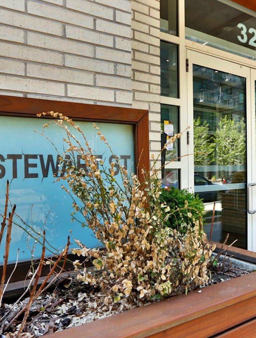 32-stewart-st-toronto-stewart-lofts-king-west-condos-king-west-lofts-toronto-condos-toronto-lofts-entrance-front-door