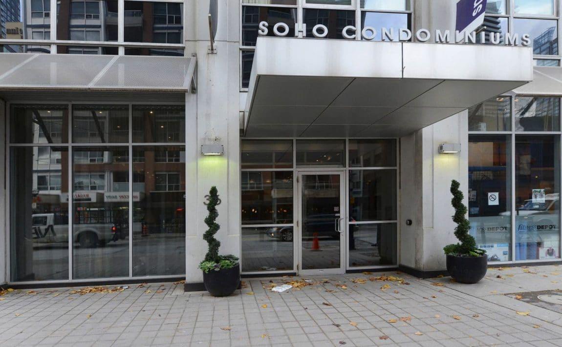 36-blue-jays-way-toronto-soho-metropolitan-condos-lofts-king-west-condos-king-west-lofts-toronto-lofts-toronto-condos-entrance-front-door