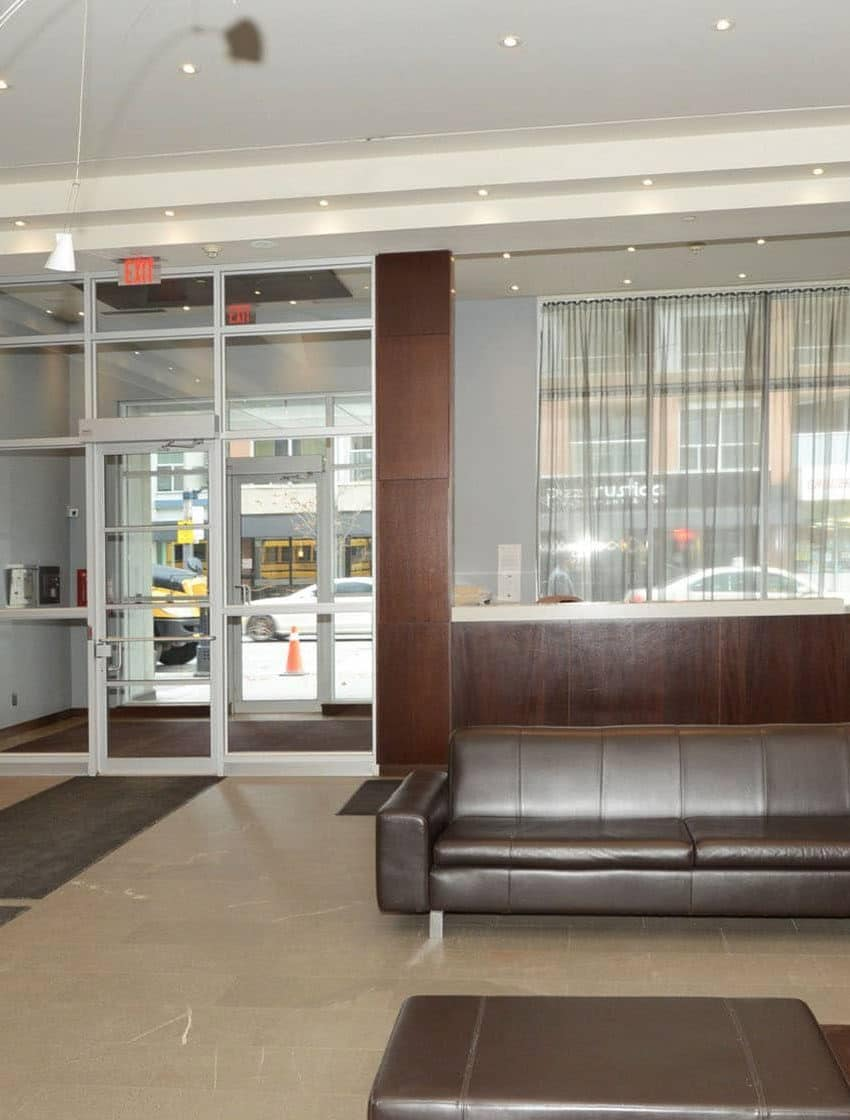 36-blue-jays-way-toronto-soho-metropolitan-condos-lofts-king-west-condos-king-west-lofts-toronto-lofts-toronto-condos-foyer-reception-visitor-lobby