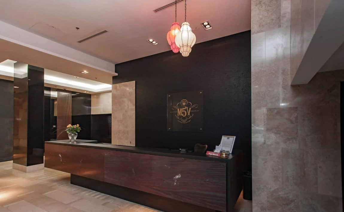 375-king-st-w-m5v-condos-toronto-condos-king-west-condos-entrance-lobby-concierge-reception