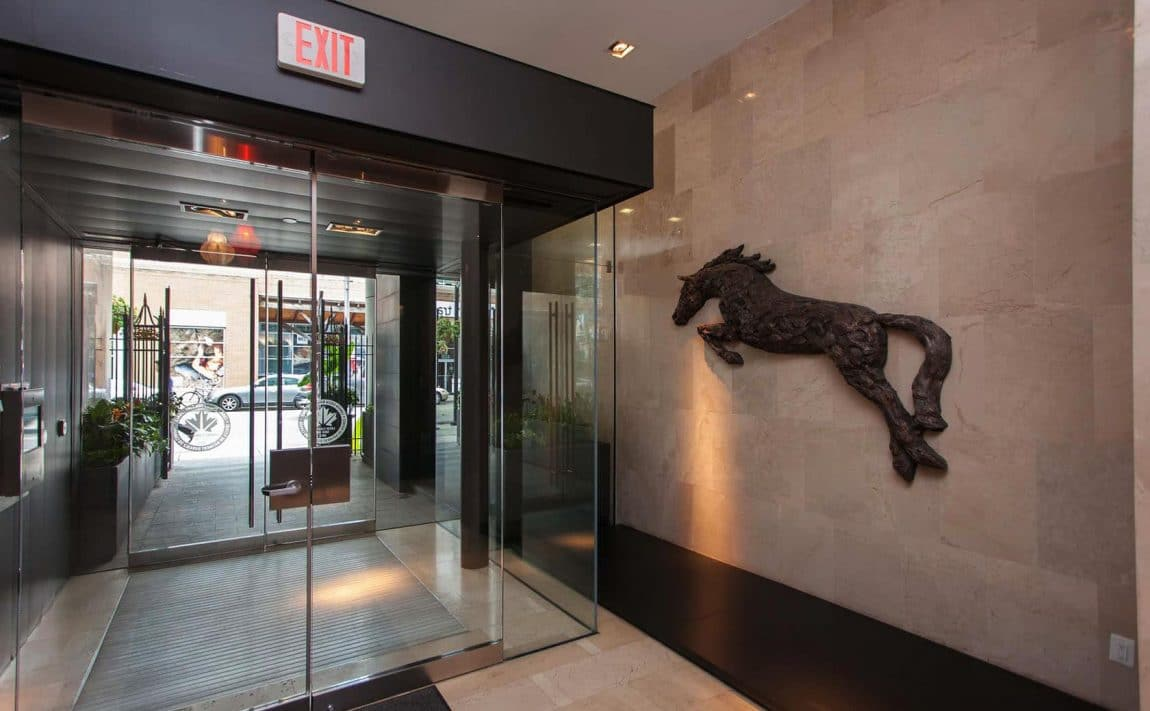 375-king-st-w-m5v-condos-toronto-condos-king-west-condos-entrance-lobby-concierge-reception-foyer