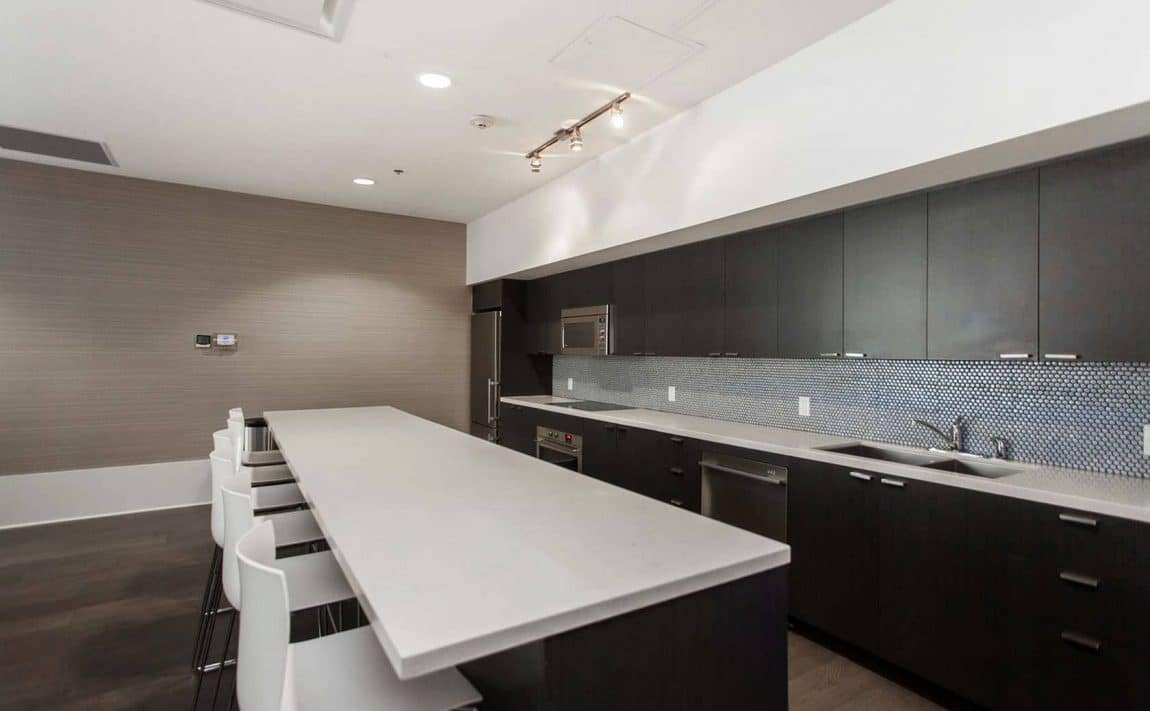 375-king-st-w-m5v-condos-toronto-condos-king-west-condos-party-room-lounge-bar-entertainment