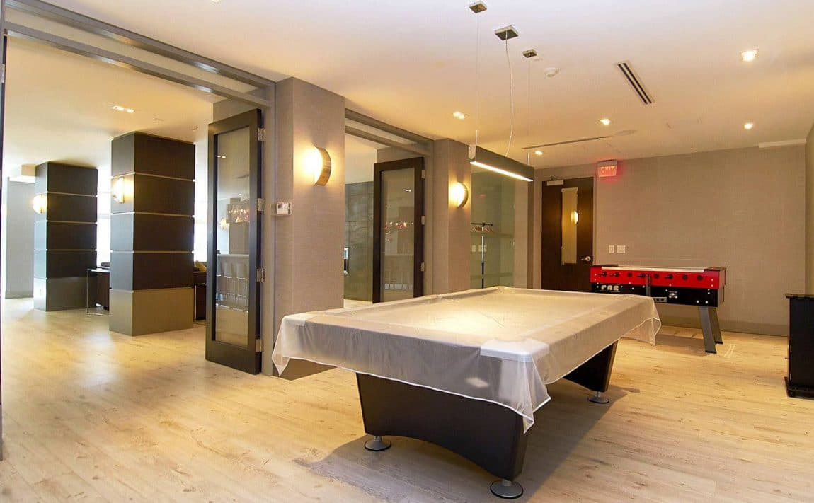 399-adelaide-st-w-toronto-lofts-399-king-west-lofts-toronto-lofts-king-west-condos-399-lofts-games-room-entertainment-amenities-pool-billiards-arcade