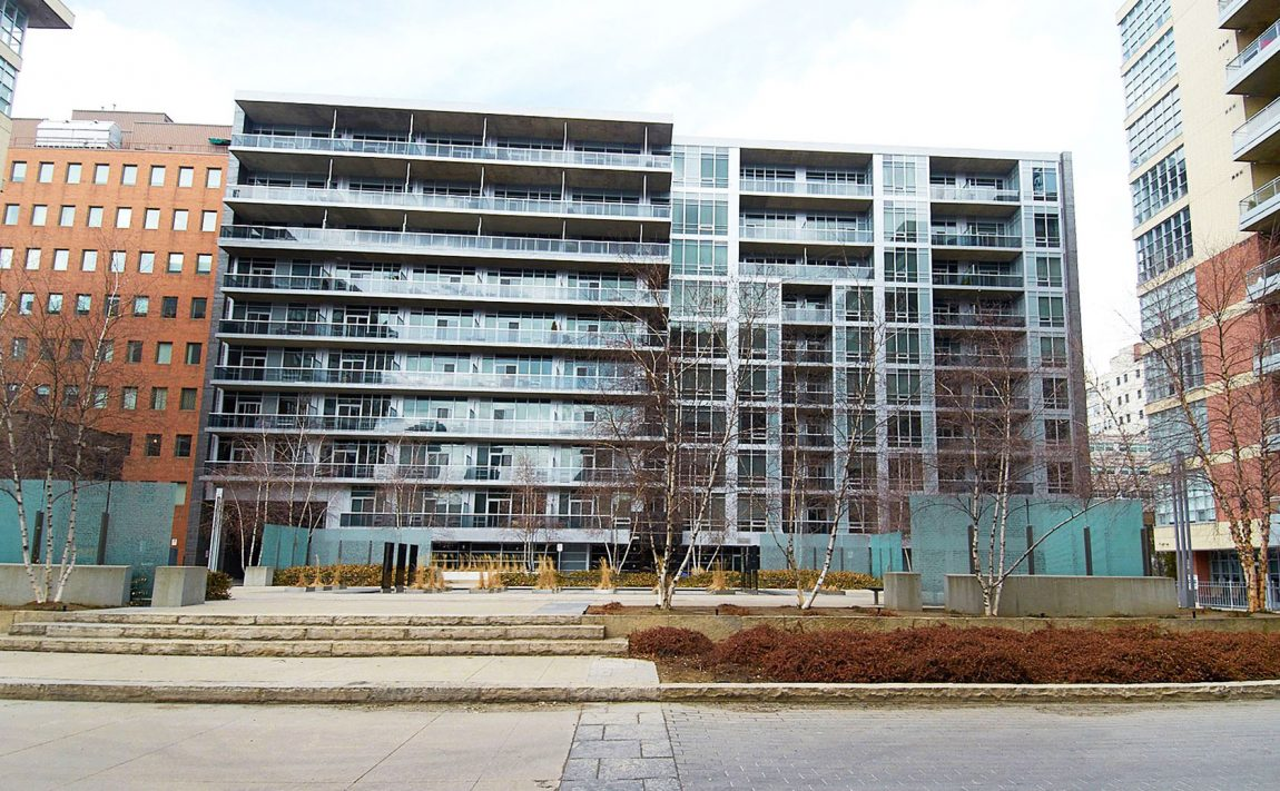 399-adelaide-st-w-toronto-lofts-399-king-west-lofts-toronto-lofts-king-west-condos-courtyard-outdoor-space-back-entrance