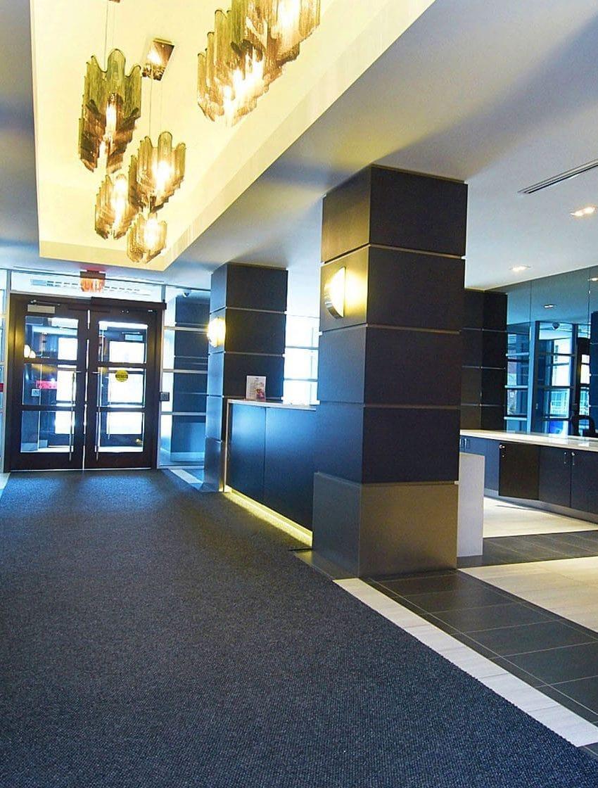 399-adelaide-st-w-toronto-lofts-399-king-west-lofts-toronto-lofts-king-west-condos-reception-entrance-sitting-area-foyer-modern