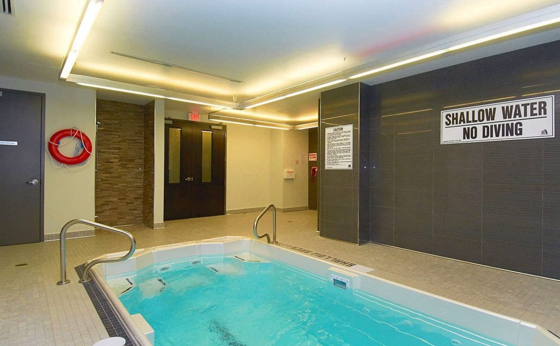 399-adelaide-st-w-toronto-lofts-399-king-west-lofts-toronto-lofts-king-west-condos-resistance-pool-swimming-excercise