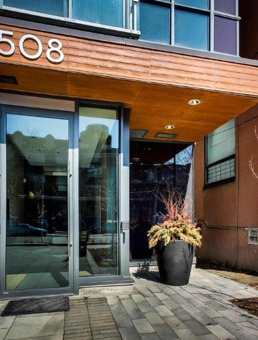 508-wellington-st-w-toronto-downtown-condos-king-west-condos-king-west-lofts-toronto-condos-entrance-front-door