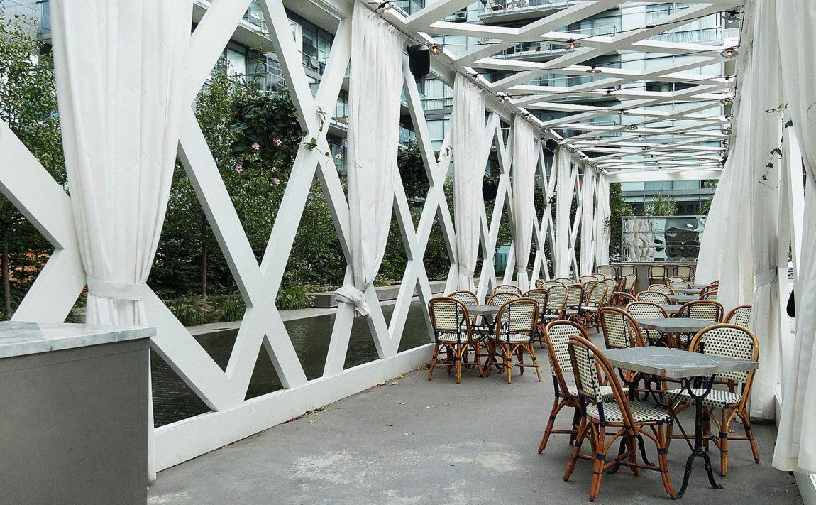 55-stewart-st-toronto-552-wellington-st-w-toronto-thompson-residences-king-west-condos-cafe-restaurant-patio