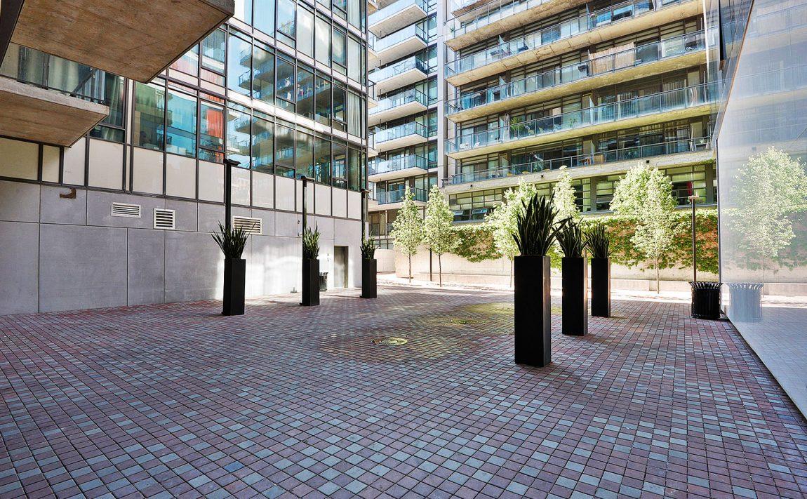 560-king-st-w-toronto-fashion-house-condos-461-adelaide-st-w-toronto-courtyard