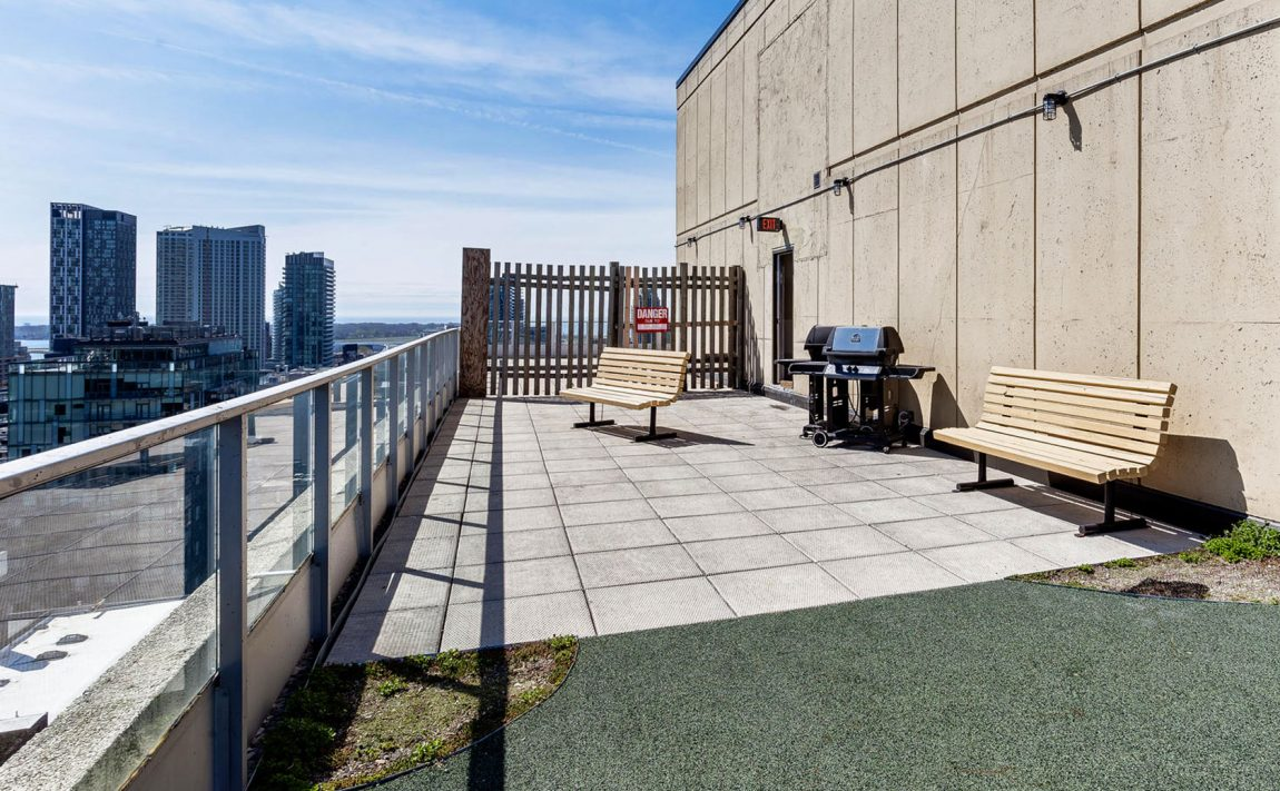 700-king-st-w-toronto-westside-lofts-toronto-condos-king-west-condos-king-west-lofts-toronto-lofts-rooftop-deck-terrace-patio