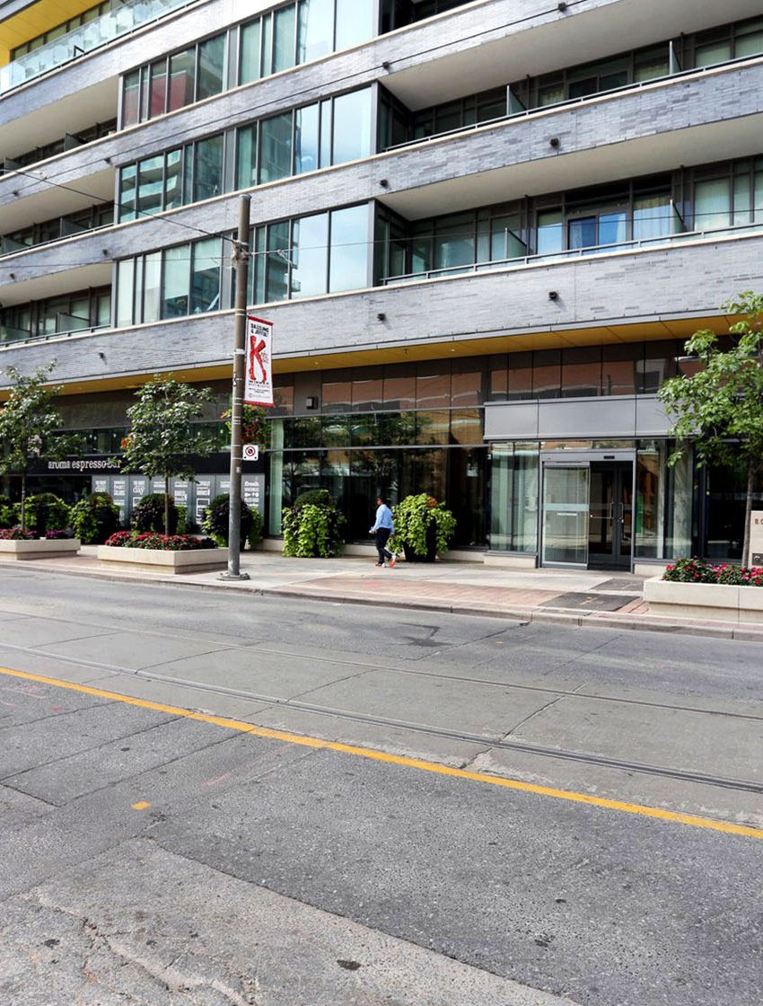8-charlotte-st-toronto-charlie-condos-great-gulf-king-west-condos-toronto-condos-entrance-view