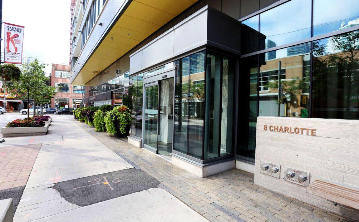 8-charlotte-st-toronto-charlie-condos-great-gulf-king-west-condos-toronto-condos-front-entrance-door