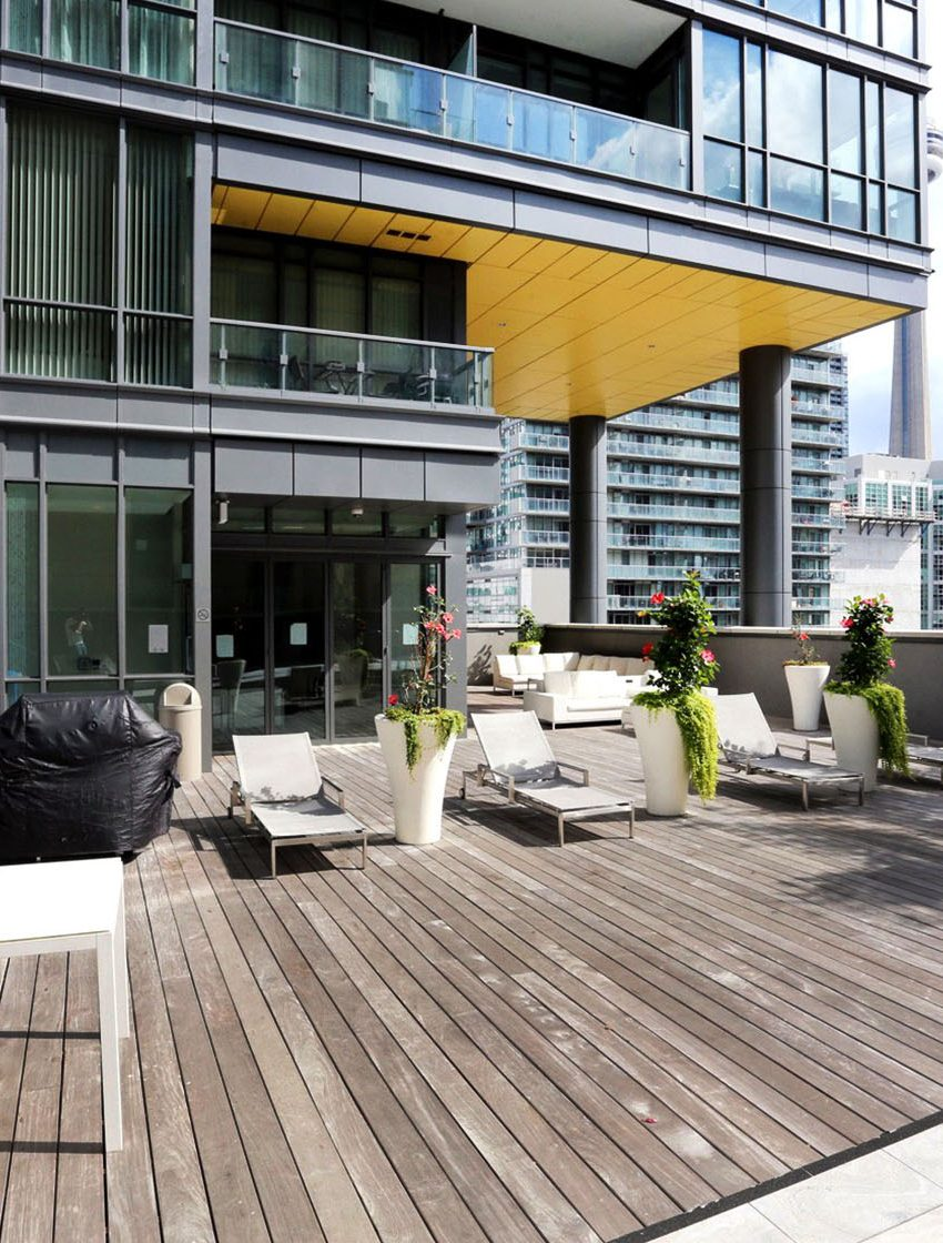 8-charlotte-st-toronto-charlie-condos-great-gulf-king-west-condos-toronto-condos-outdoor-terrace-bbq-lounge-amenities