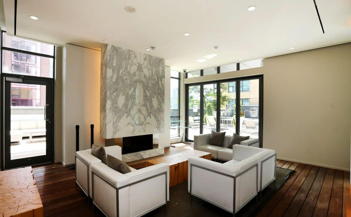 8-charlotte-st-toronto-charlie-condos-great-gulf-king-west-condos-toronto-condos-party-room-lounge