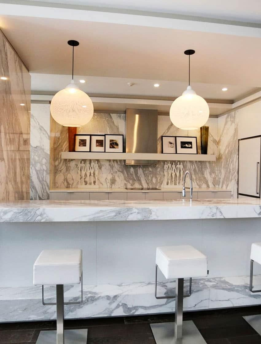 8-charlotte-st-toronto-charlie-condos-great-gulf-king-west-condos-toronto-condos-party-room-lounge-entertainment-room-dining-room-bar