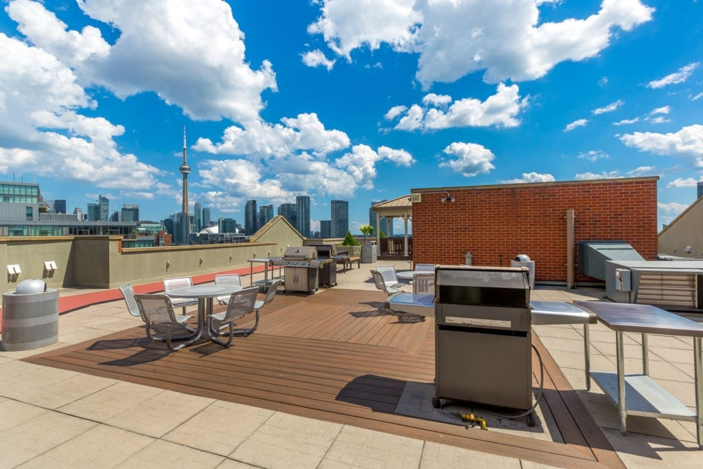 801-king-st-w-toronto-citysphere-condos-toronto-king-west-condos-roof-top-deck-terrace-bbq-roof-top-jacuzzi-hot-tub-1024x683