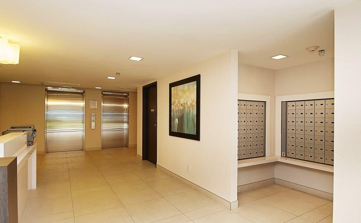 eleven-superior-condos-11-superior-ave-toronto-etobicoke-condos-mimico-condos-toronto-condos-entrance-reception-foyer-concierge