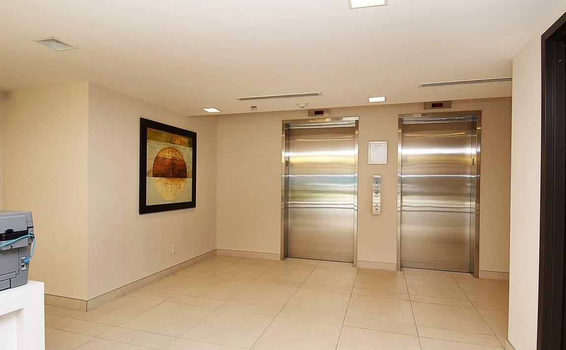 eleven-superior-condos-11-superior-ave-toronto-etobicoke-condos-mimico-condos-toronto-condos-entrance-reception-foyer-concierge-elevato