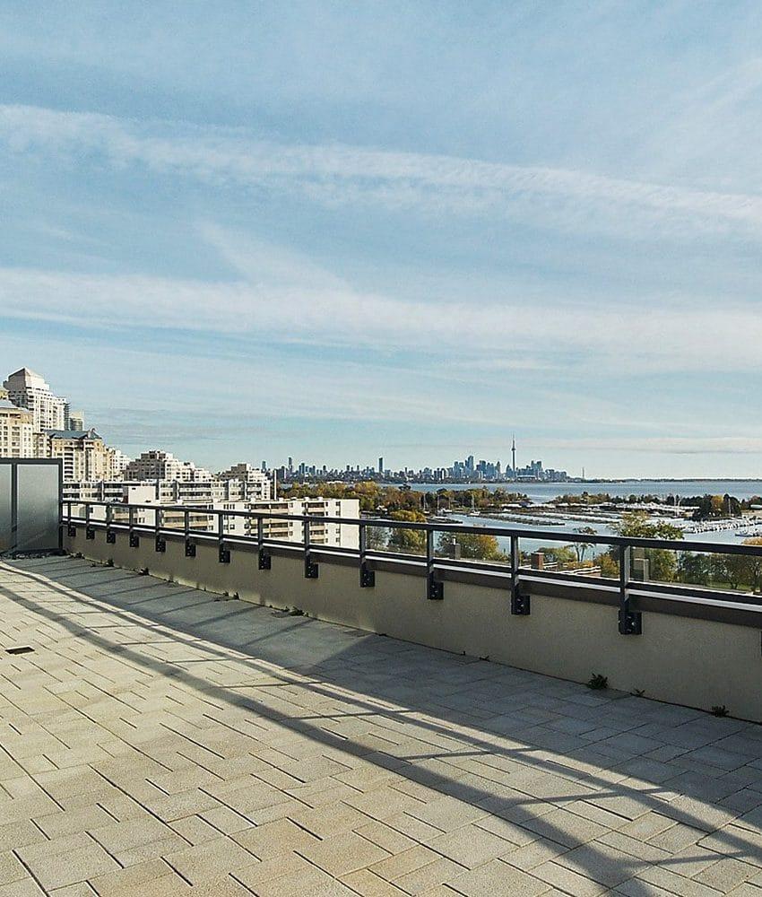 eleven-superior-condos-11-superior-ave-toronto-etobicoke-condos-mimico-condos-toronto-condos-rooftop-terrace-outdoor-patio