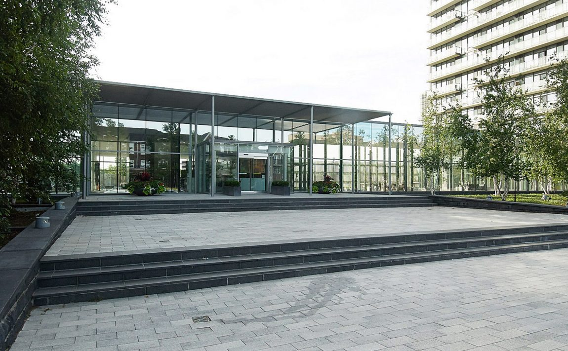 105-the-queensway-nxt-condos-toronto-etobicoke-condos-mimico-condos-entrance-front-area-nature-front-door-lobby