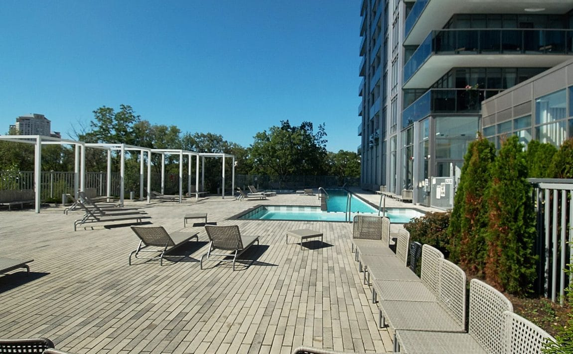 90-park-lawn-rd-88-park-lawn-rd-south-beach-condos-and-lofts-amenities-jacuzzi-hot-tub-outdoor-swimming-pool