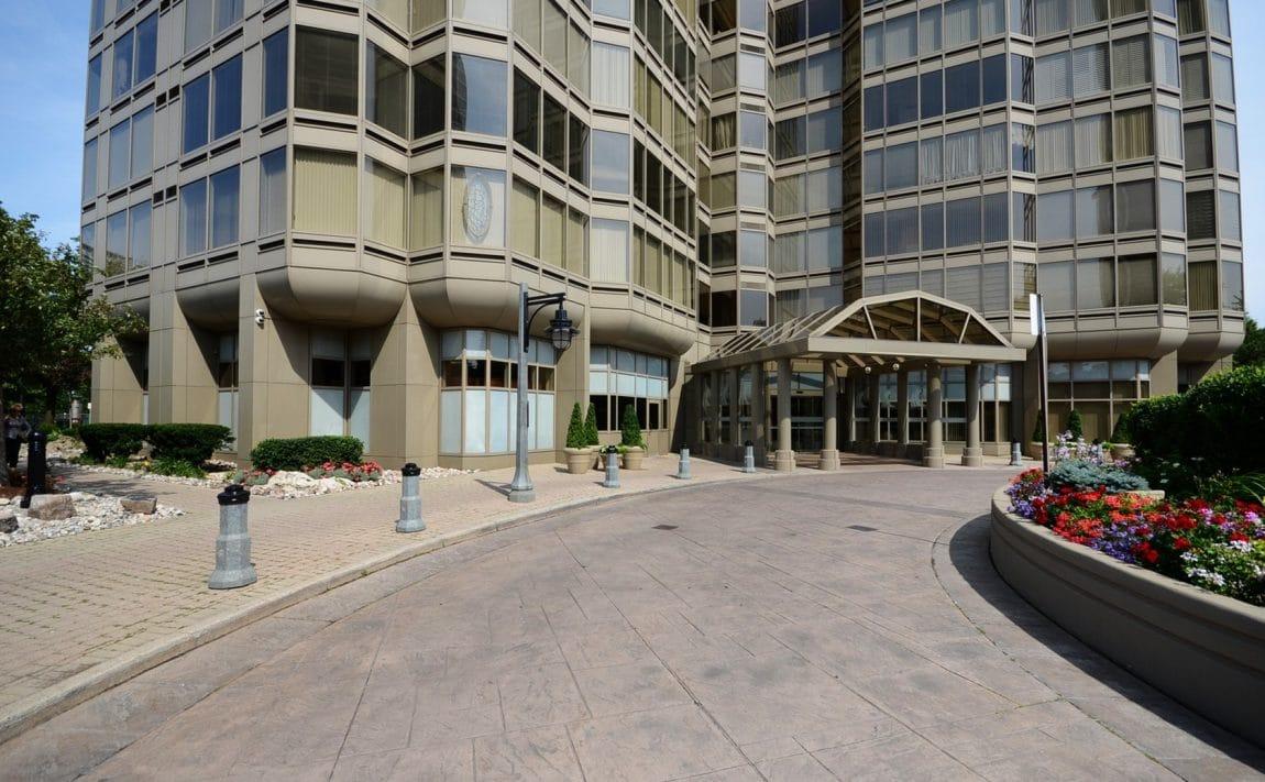 palace-place-condo-1-palace-pier-crt-toronto-park-lawn-condos-etobicoke-condos-1-palace-pier-court-humber-bay-condos-entrance-re (1)