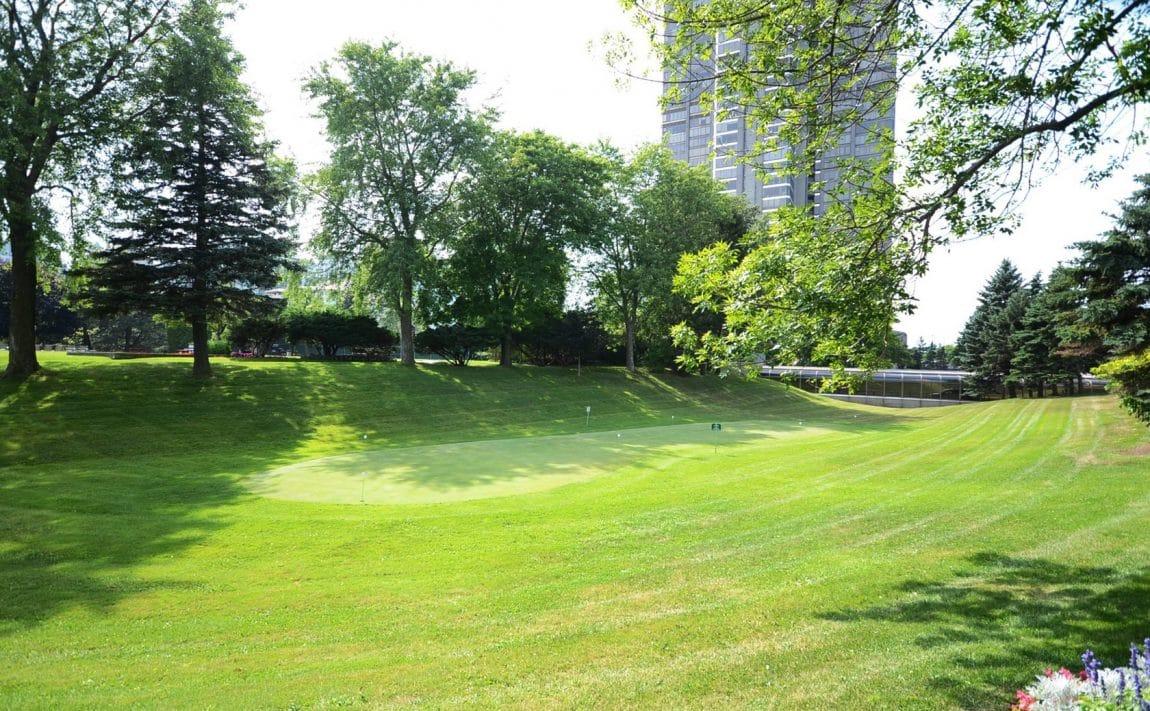 palace-place-condo-1-palace-pier-crt-toronto-park-lawn-condos-etobicoke-condos-1-palace-pier-court-humber-bay-condos-golf-practice-p
