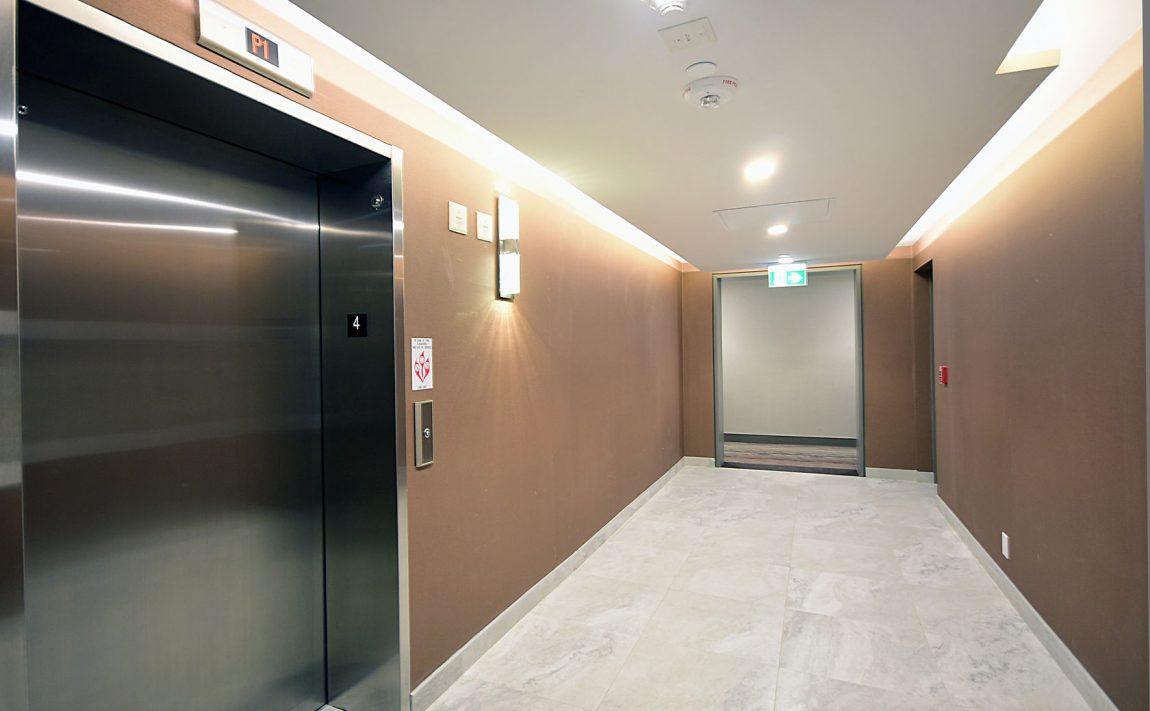 1575-lakeshore-rd-w-craftsman-condos-for-sale-elevators