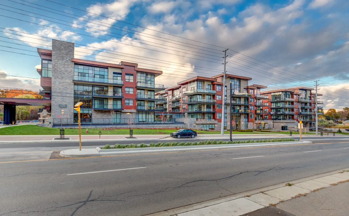 1575-lakeshore-rd-w-craftsman-condos-for-sale-exterior